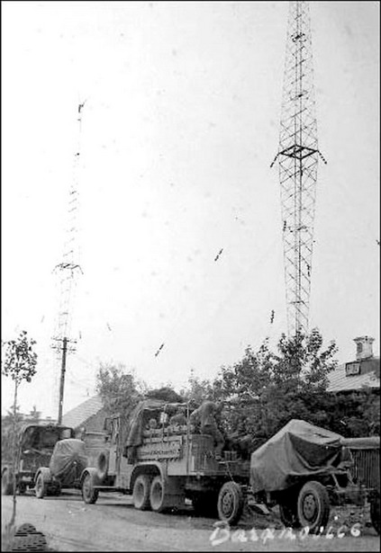 Немецкая колонна на фоне радиомачт, 1941 год.  Фото: архив Intex-press