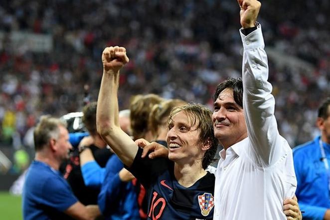 Игрок сборной Хорватии по футболу Лука Модрич и главный тренер Златко Далич. Фото fifa.com