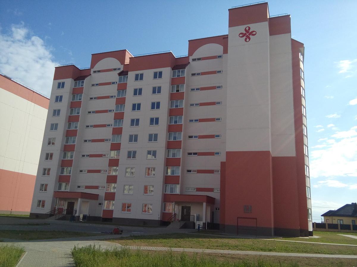 Первый социальный дом в Барановичах на улице Волошина, построенный с технической помощью КНР. Фото: Елена ЗЕЛЕНКО.