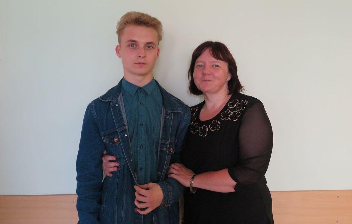 Александр Гаврук с мамой.