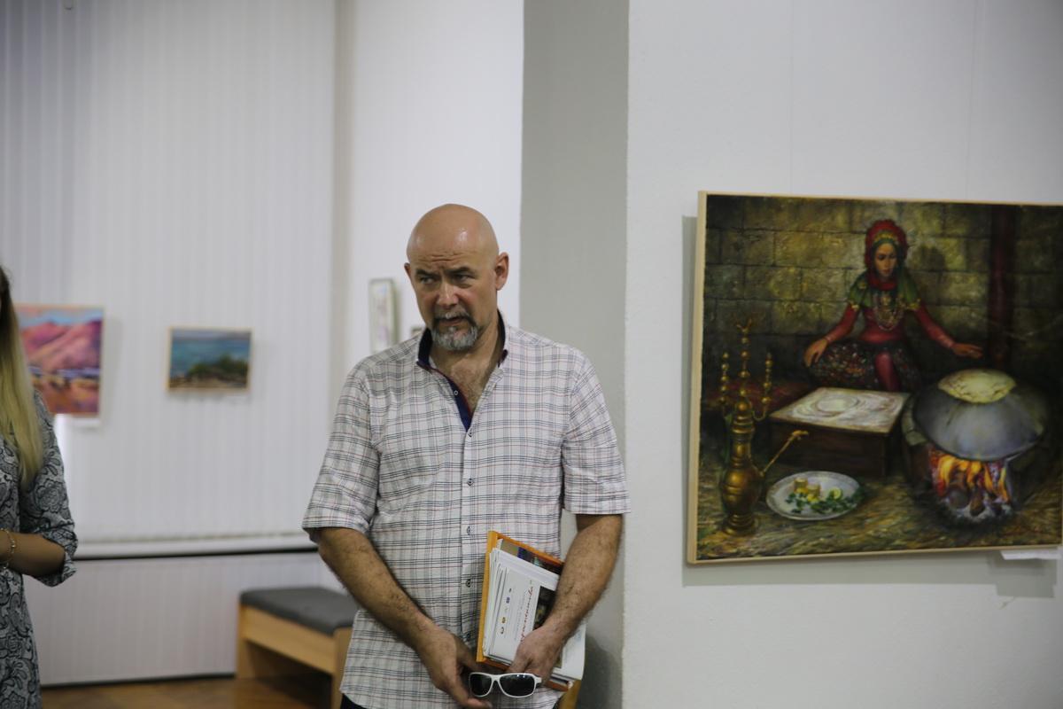 Андриан Жудро на открытии выставки. Фото: Татьяна МАЛЕЖ