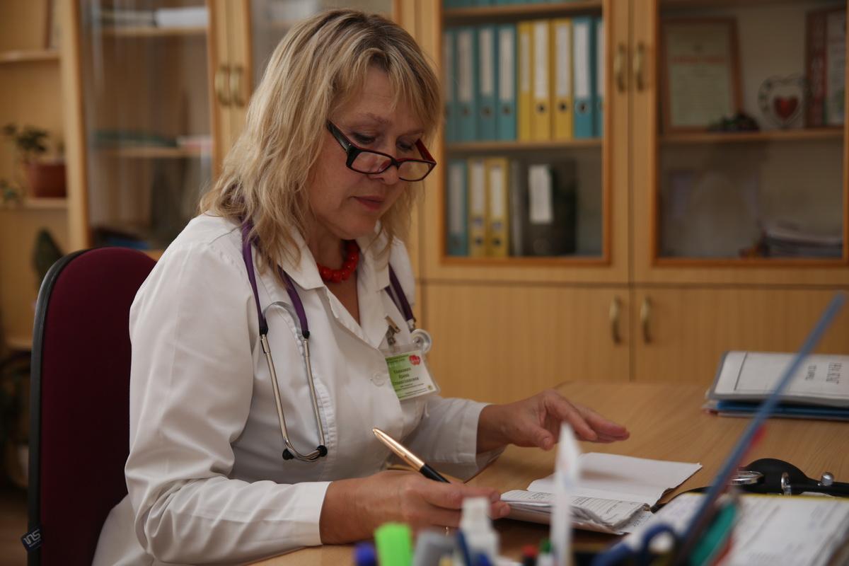 Ирина  Кашкевич рекомендует проверять уровень холестерина в крови не реже одного раза в год. Фото: Еввгений  ТИХАНОВИЧ