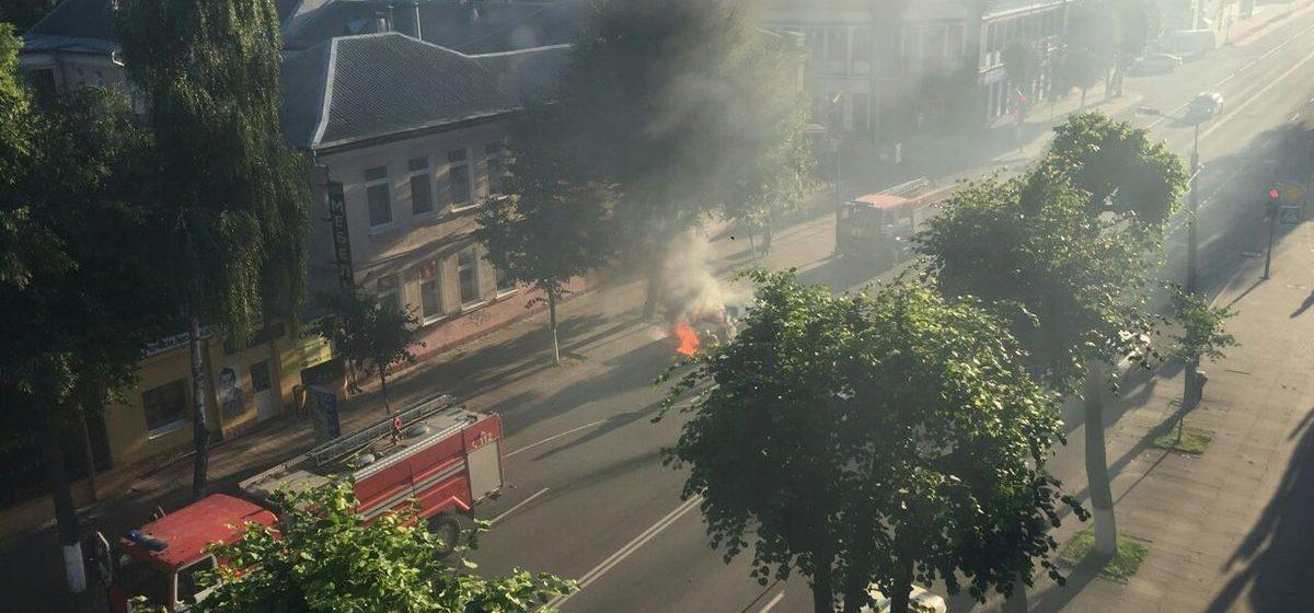 В Барановичах во время движения загорелся легковой автомобиль