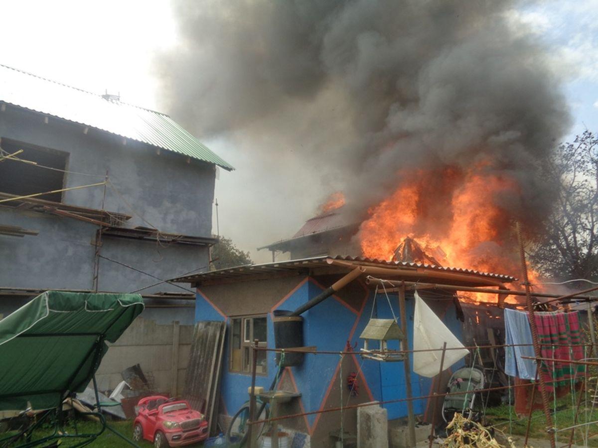Пожар на улице Репина. Фото: Барановичский ГРОЧС