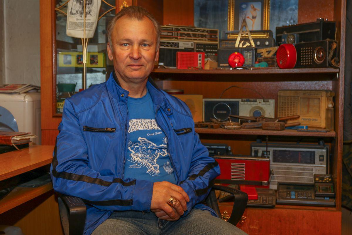 В своем гараже Сергей Цуцуев собрал около 500 различных старинных предметов.  Фото: Александр ЧЕРНЫЙ