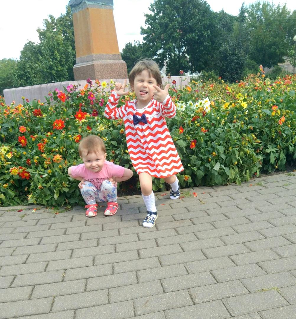 40. Муравейко Дарья (4 года) и Полина (2 года), г. Столбцы, 2018