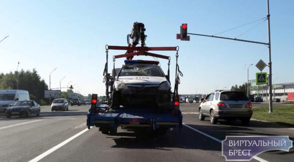 Фотофакт. В Бресте в кювете оказался автомобиль ГАИ — Intex-press. Последние новости города Барановичи, Беларуси и Мира
