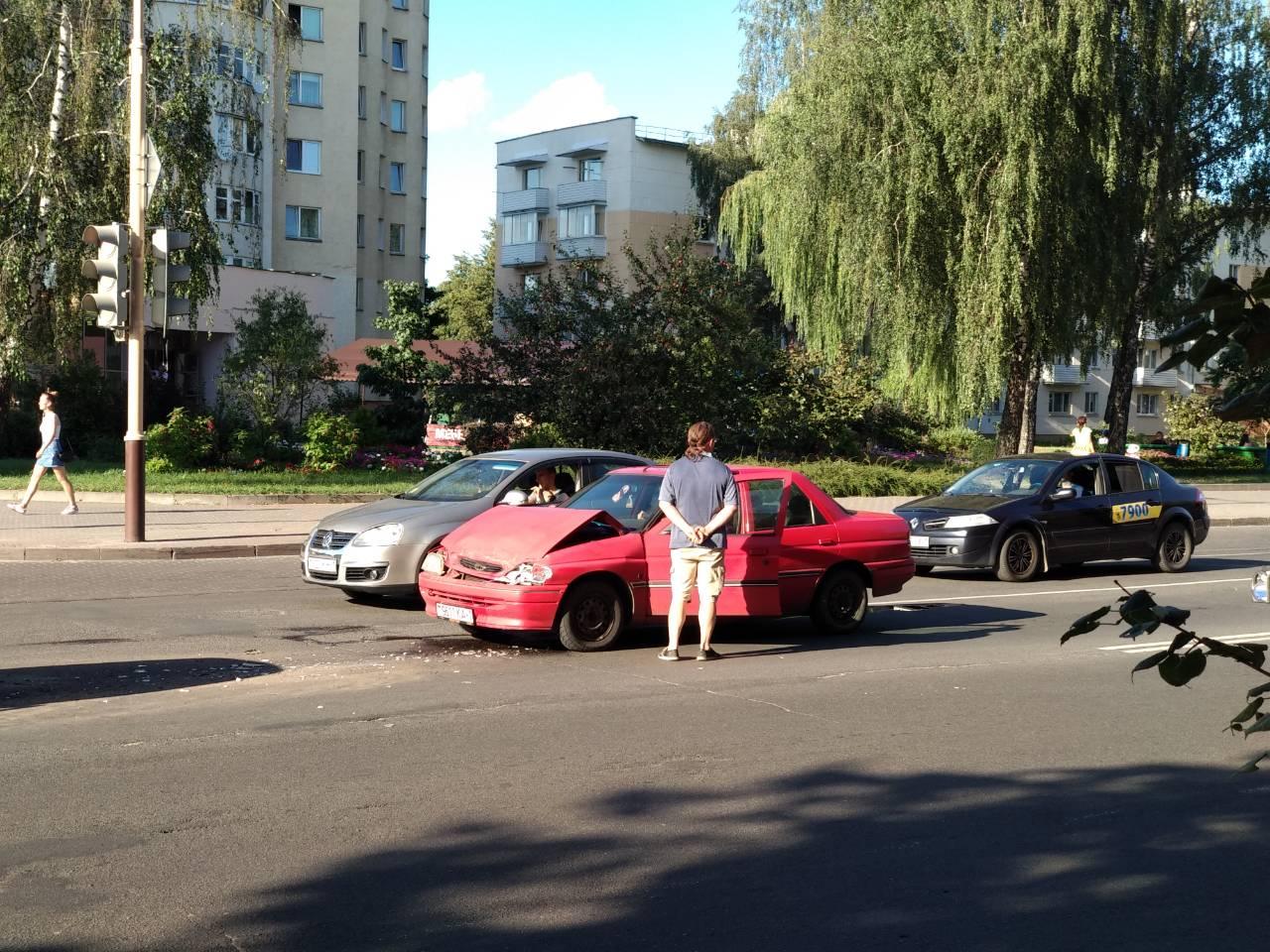 В Барановичах на улице Ленина столкнулись сразу три автомобиля (видео/фото) — Intex-press. Последние новости города Барановичи, Беларуси и Мира