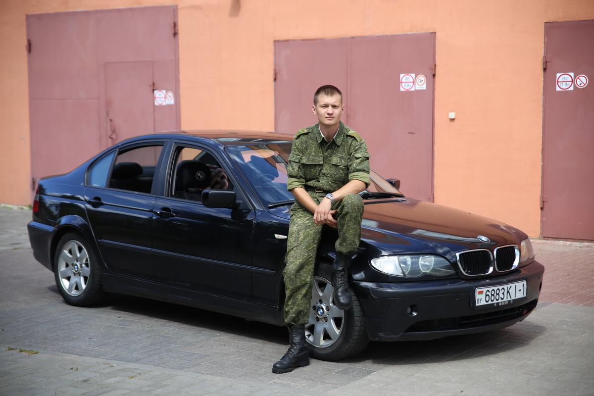 Прибыльский Илья, владелец BMW E46 .  Фото: Евгений ТИХАНОВИЧ
