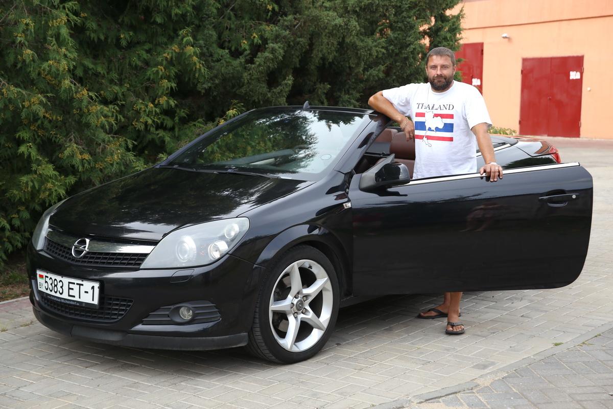 Владелец  автомобиля Opel Astra  Андрей Гиль.  Фото: Евгений ТИХАНОВИЧ