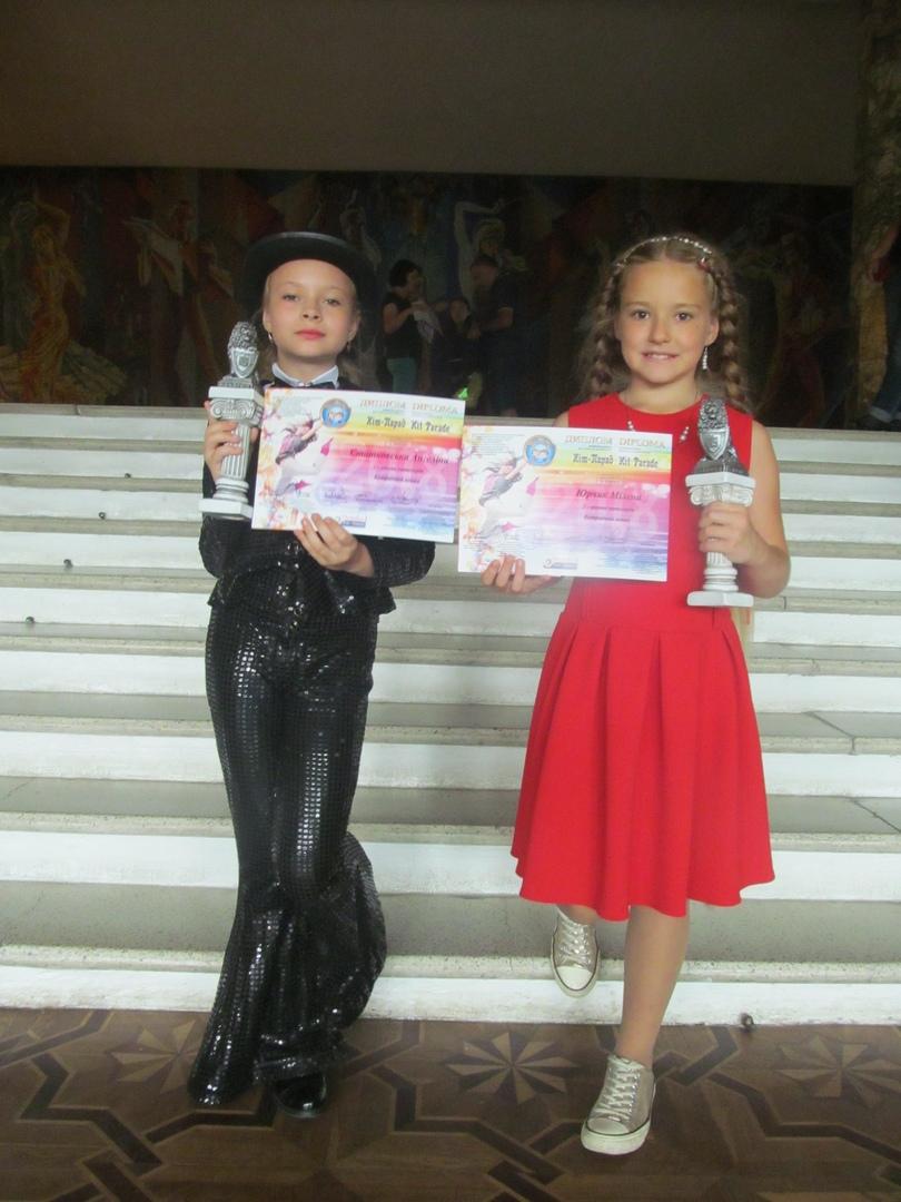 Ангелина Статковская (слева) и Милена Юрчик. Фото: архив Надежды СЕМЕНКОВОЙ
