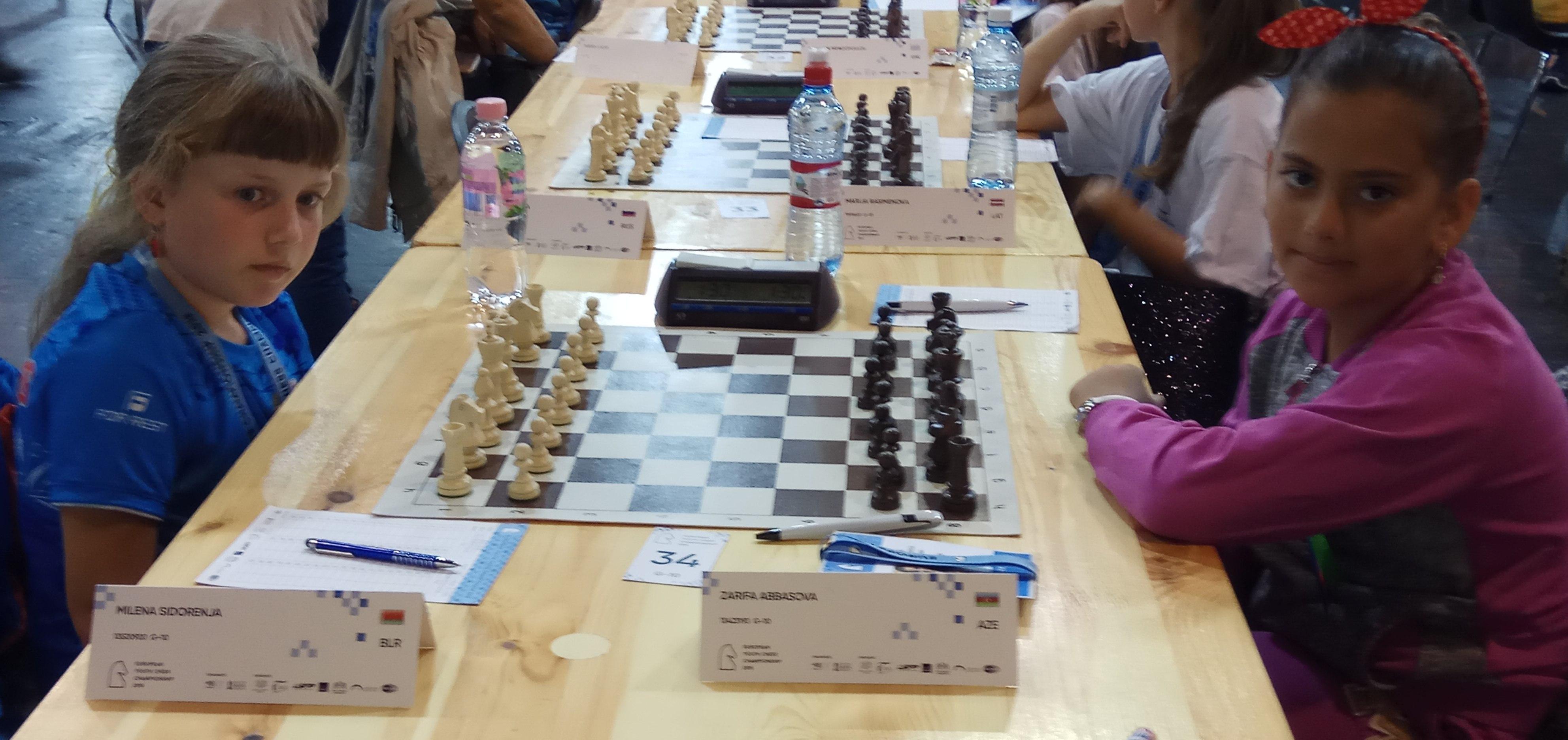 Милена Сидореня перед победной партией с шахматисткой из Азербайджана.