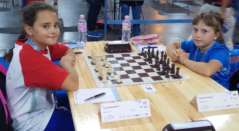 Милена Сидореня (справа) перед встречей с венгерской соперницей.